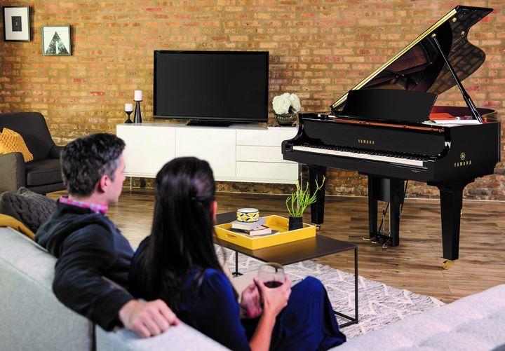 """""""Spiel's noch einmal, Sam!"""" Jeder kennt das legendäre Filmzitat. Mit dem Yamaha Disklavier ENSPIRE lässt sich diese Szene nachspielen. Denn mit dem wegweisenden Smart Home Piano kommt der ganz persönliche Pianist nach Hause – von entspannten Jaz..."""