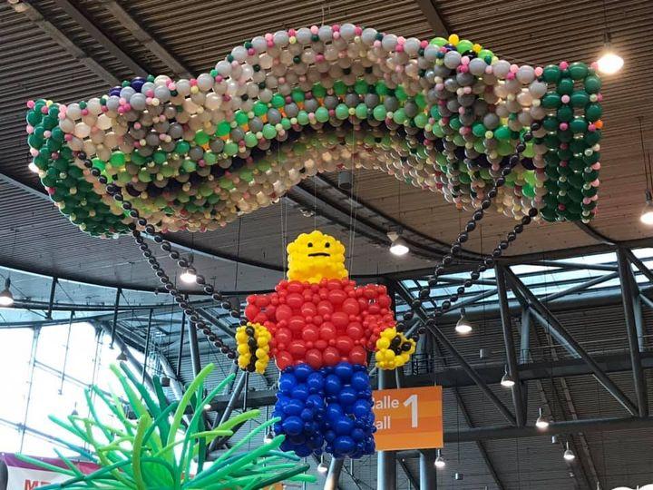 Wow, was für ein toller Auftakt für die #Spielemesse19! ? An den Ständen wird gewürfelt, gespielt und mit Lego gebaut, was das Zeug hält! ? Für Klein und Groß gibt es jede Menge zu entdecken. Wir freuen uns bereits auf Tag 2 ?