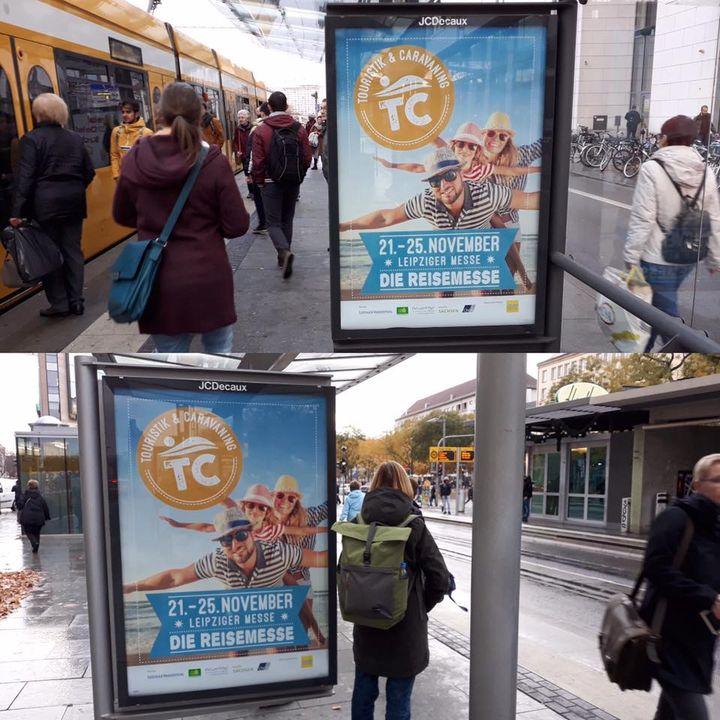 Die Plakate hängen in der Stadt! Das Urlaubs-Fieber steigt. Also, Augen auf beim Stadt-Bummel.