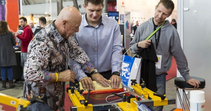 !! Tips and tricks from Dr. Print !! Learn valuable insider knowledge from screen printing professional Charlie Taublieb and try out your newly acquired skills yourself when printing a T-shirt. You will find Charlie at stand 1C11 (hall 1) on all three...
